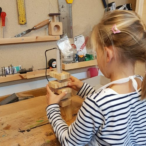 Bild zum Weblog 4. VS Werken - Stehlampe aus Holz -